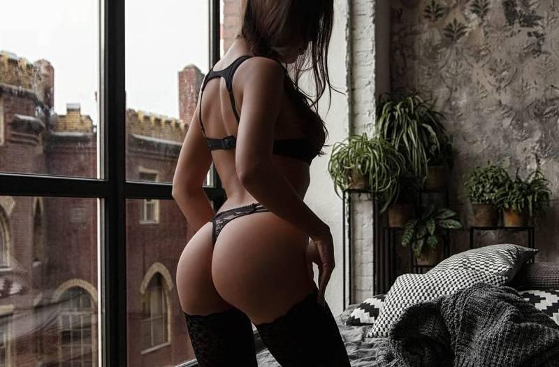 Anal sex με Ρουμάνα call girl από τον Πειραιά
